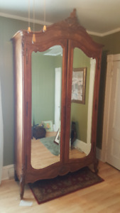 ANTIQUE FRENCH WALNUT ARMOIRE WITH CARVED DOORS.