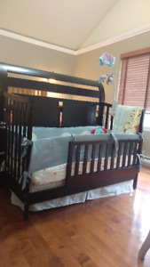4 in 1 convertible crib in Good condition.