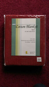 Twin size Brand new 100% cotton Blanket Burgundy