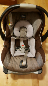 Chicco Keyfit Magic w/ infant boot and base