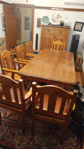 Pine Dining Room Table plus 6 Chairs