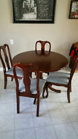 Round Kitchen Table, 4 chairs and 1 leaf
