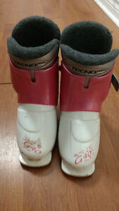 Girls ski boots, small (5-6 years old)