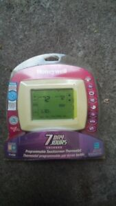 Honeywell Programmable Touch Screen Thermostat - New