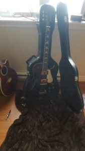 Hollow electric guitar, amazing condition. Comes with case