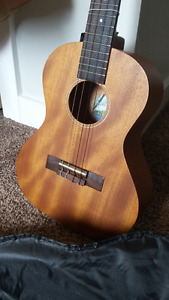 Diamond Head Tenor Ukulele