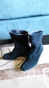 Women's lined black suede boots size 5