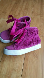Cute toddler hightops (size 6)