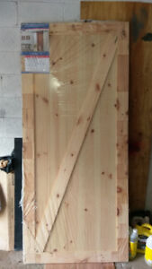 Sliding barn door without track