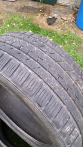 225/45/17  3 tires dhivers  150$