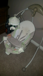Electric baby swing in good condition