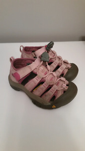 Toddler size 8 keen sandals