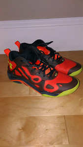 Basketball sneakers - size 7