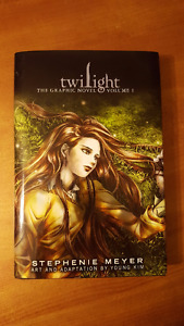 Twilight: The Graphic Novel (Volume 1)