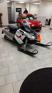 beautiful Polaris Indy 550 2014 snowmobile with only 814kms.