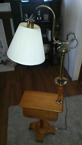 Roxton drop leaf end table with lamp