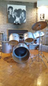7 piece Maxwin drum set...make an offer!
