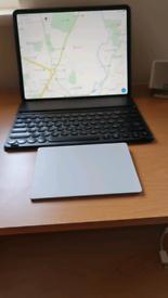 Apple Ipad pro 12.9 WiFi 2020. 128GB. + Apple magic trackpad 2.