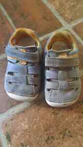2 pairs of VEUC baby shoes