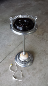 STAND UP ASHTRAY 1957