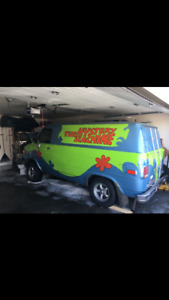 Who doesn't want to get high in the mystery machine.