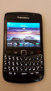 TRES BONNE CONDITION UNLOCKED BLACKBERRY BOLD 9780 ($50).......