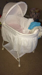 Delta bassinet with wheels