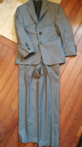 Boys dress suit - size 7/8