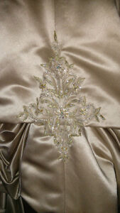 Antique Gold Designer Wedding Dress Kingston Kingston Area image 3