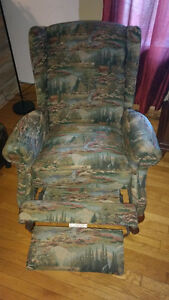 la-z-boy wing chair/ armchair/recliner/chaise bergere Cornwall Ontario image 2