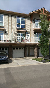 2 Bed, 2.5 Bath. NW Townhouse for rent. Near Tuscany LRT