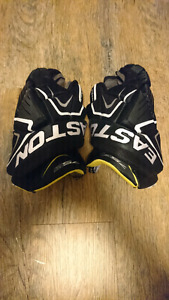 Easton Stealth Hockey Gloves