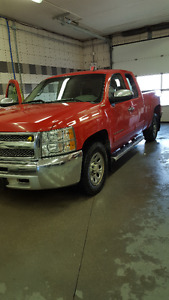 AWESOME 4X4 TRUCK PRICED FAIR TO MOVE QUICKLY!!
