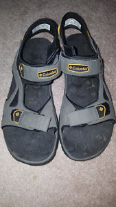 Columbia sandals never worn Size 9