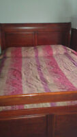 Queen size bed with box spring, mattress, head board/foot board