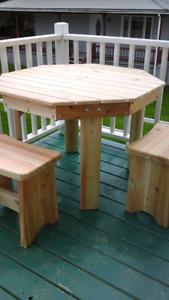 Table  de  patio  et bancs