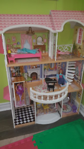 DollHouse - KidKraft (Wood), Almost new with lots of accessories