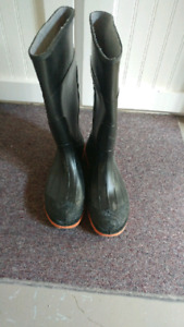 New steel toe rubber boots
