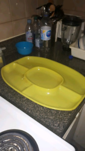Serving tray in plastic 18 inch by 13 inch / Plateau de service