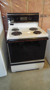 Like new electric stove
