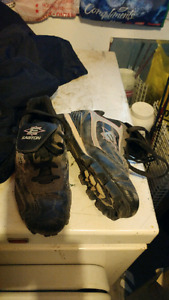 Girls youth cleats size 6