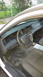 Ford Victoria Crown à vendre 1500 $ trés bon état