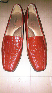 Ladies Hush Puppies Shoes (8.5W)(New Condition)