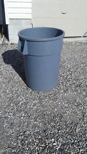 Heavy Duty 44 gal. garbage can [ Rubbermaid] Reduced $ 15.00