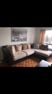Sofa sectionnél très confortable et très propre. En parfait état