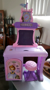 Sofia the first school station an stool vgc.