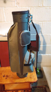 Golf bag for a young boy or girl very good condition