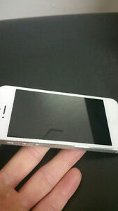 Iphone 5 with Telus and Koodo mobile 16gb Excellent condition :)