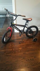 Child's Bike w/ training wheels - Like NEW condition