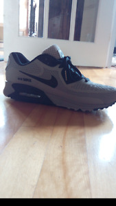 Nike Air Max 90 Black and Grey Limited Edition size 10-10.5
